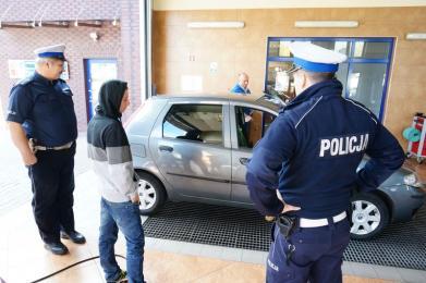 """Policjanci zachęcają: """"Zrób darmowy przegląd zimowy"""""""