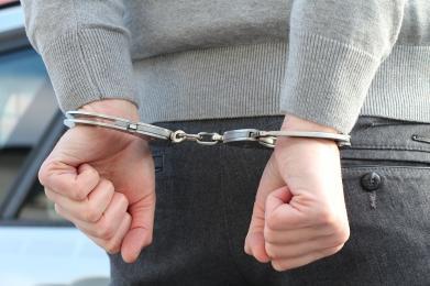 Pijany i agresywny konkubent proponował łapówkę - chciał uniknąć izby wytrzeźwień
