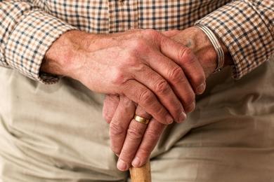 Seniorze, uważaj kogo wpuszczasz do swojego domu!