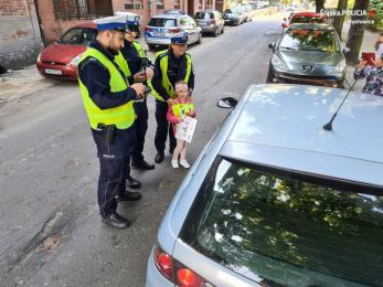 """Przedszkolaki dyscyplinowały kierowców własnymi """"mandatami"""""""